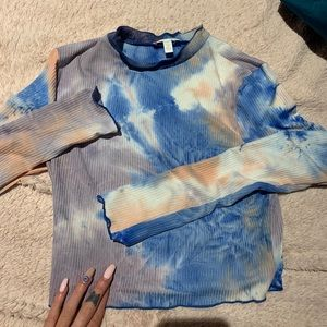 Tie dye scalloped long sleeve size small